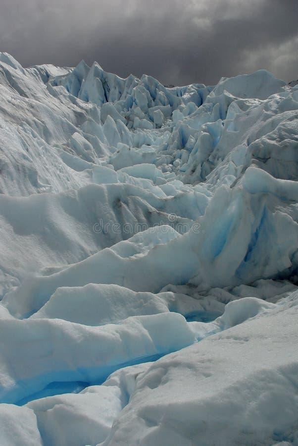 Download En el glaciar foto de archivo. Imagen de frío, argentina - 1298546
