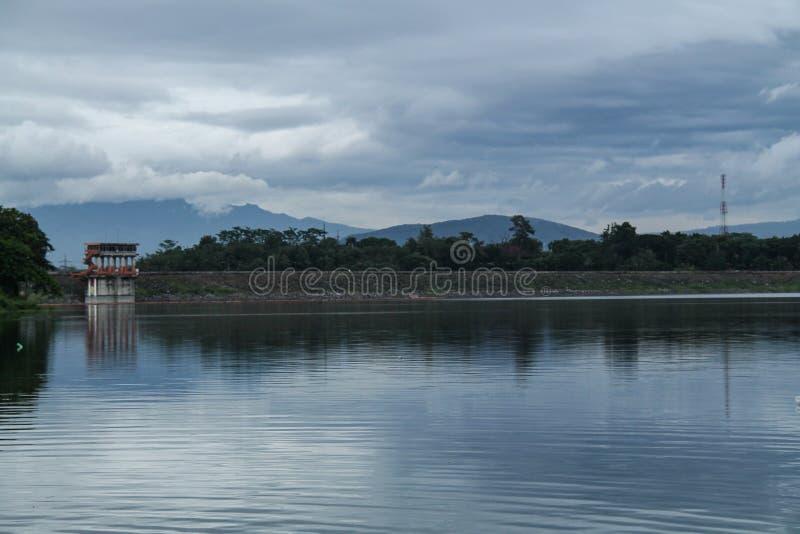 En el lago, versión 4 imágenes de archivo libres de regalías