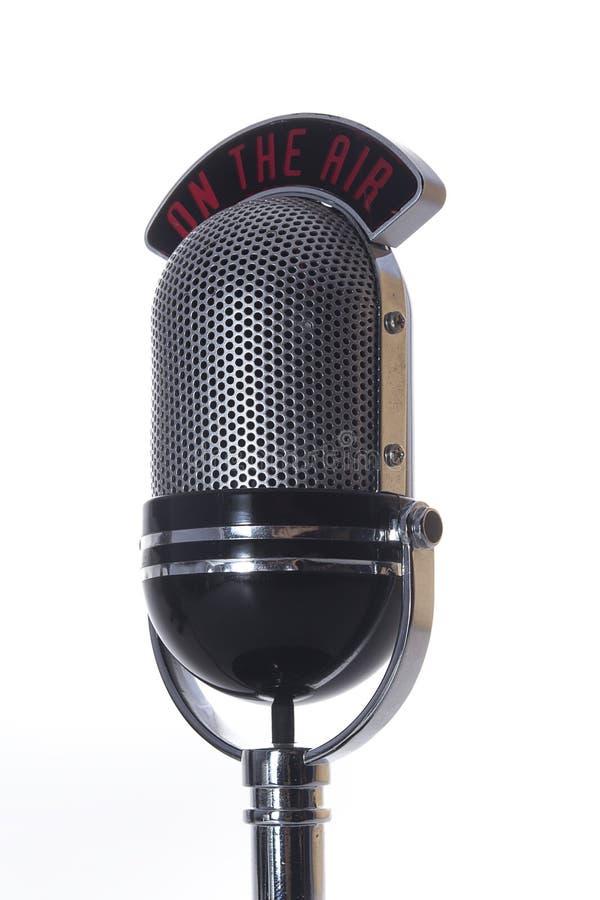 En el micrófono del aire imagenes de archivo