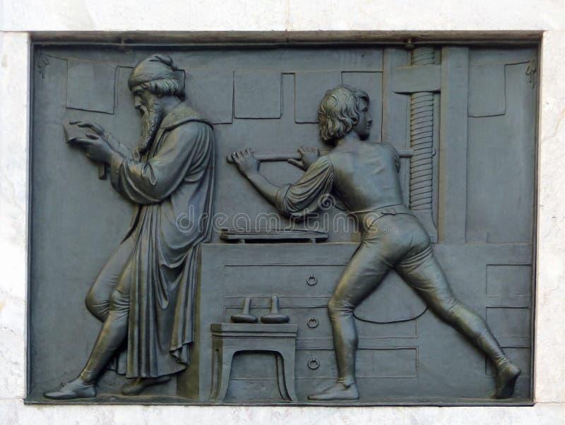 En el monumento a Gutenberg, Maguncia imagen de archivo