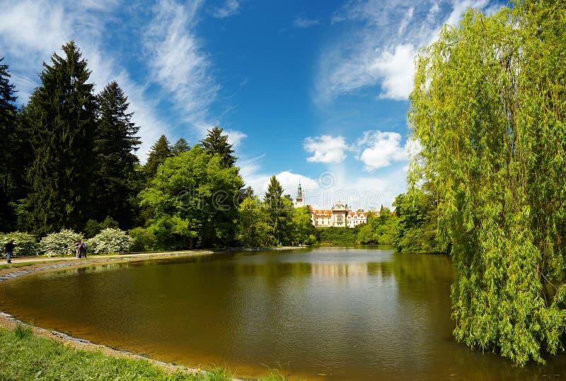 En el parque de Pruhonice, Bohemia foto de archivo libre de regalías