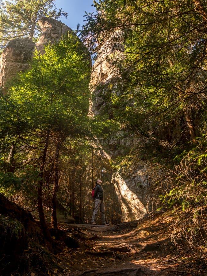 En el parque nacional de la montaña de la tabla, Polonia imagenes de archivo