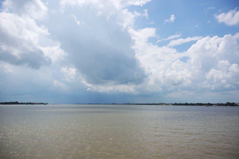 En el río de Mekong fotografía de archivo
