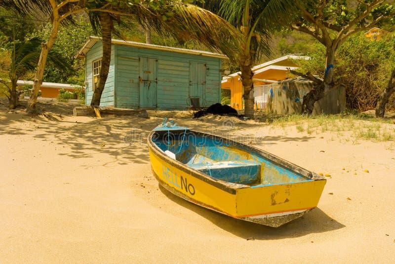 En enkel strandhydda i det karibiskt arkivfoton