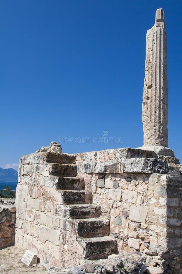 En ensam pelare av den förhistoriska grekiska templet royaltyfri bild