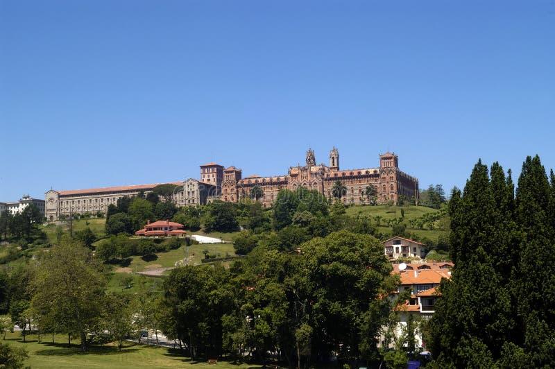 En Espanha de Comillas de Universidad Pontificia, Cantábria imagens de stock royalty free