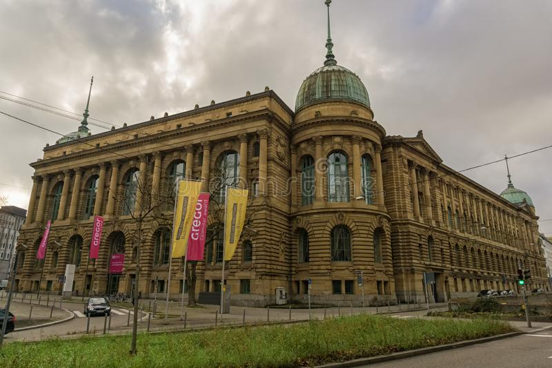 En este edificio son diversas agencias de estatal fotos de archivo libres de regalías