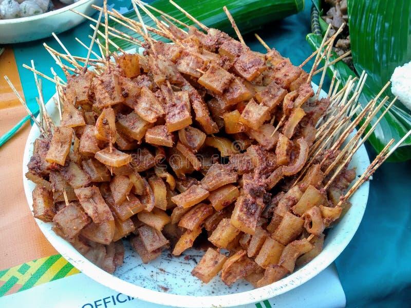 En exotisk smaklig nötköttsena Satay royaltyfria foton