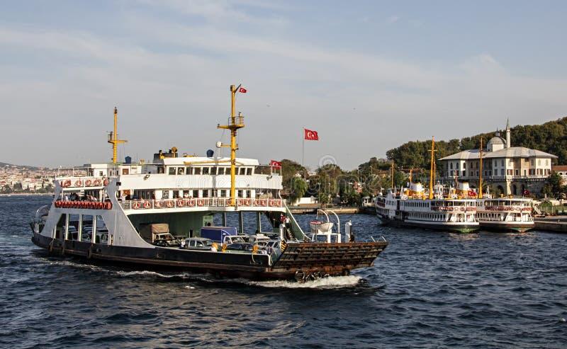 En färja i Istanbul royaltyfri foto