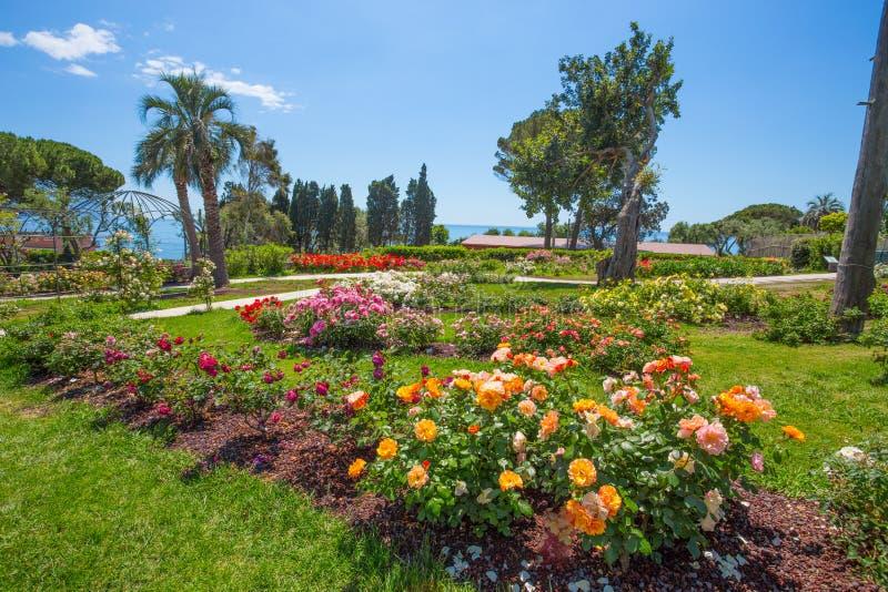 `en För Il Roseto för rosträdgård` i Genoa Nervi, inom Genoa Nervi Parks, Italien arkivbilder