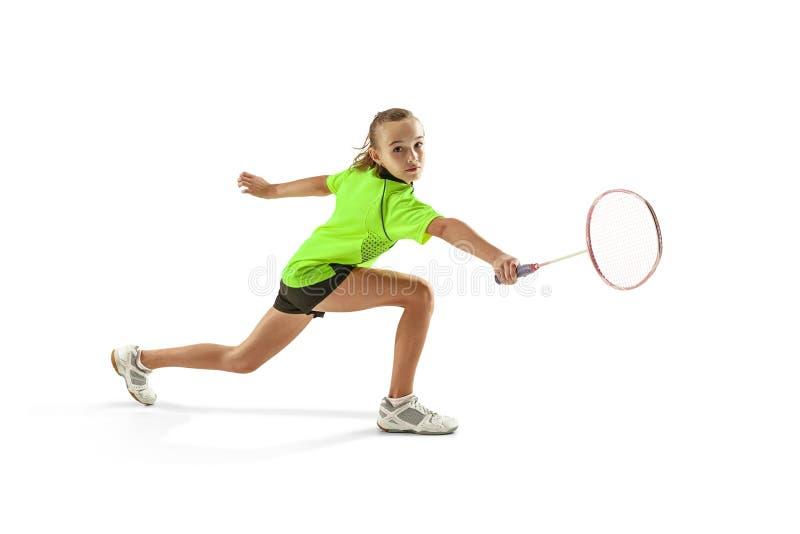 En för tonåringflicka för caucasian som ung kvinna spelar badmintonspelaren som isoleras på vit bakgrund arkivfoton