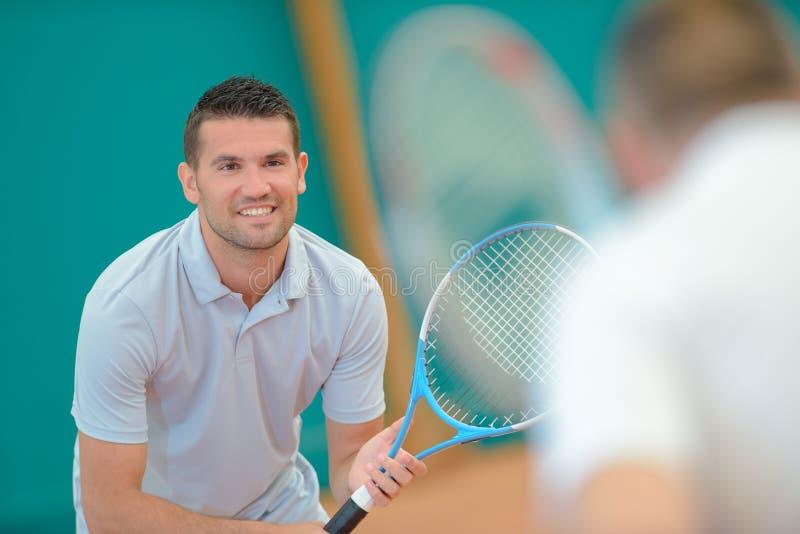 En förberedd tennisspelare royaltyfri fotografi