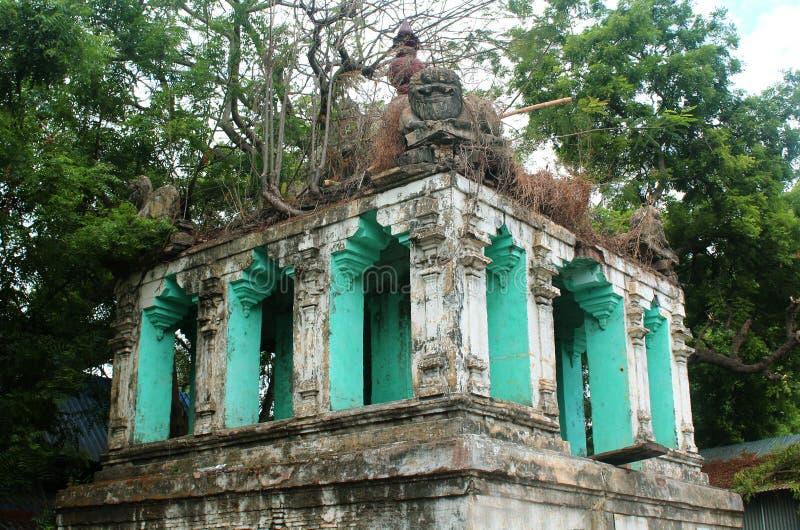 En förstörd tempelkorridor i thiruvarur royaltyfri bild
