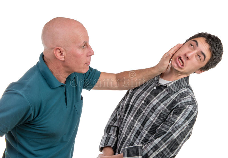 En fader och en son är ilskna royaltyfria foton