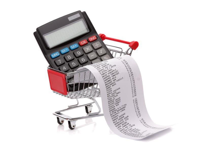 En faisant des emplettes labourez le reçu, la calculatrice et le chariot photographie stock libre de droits