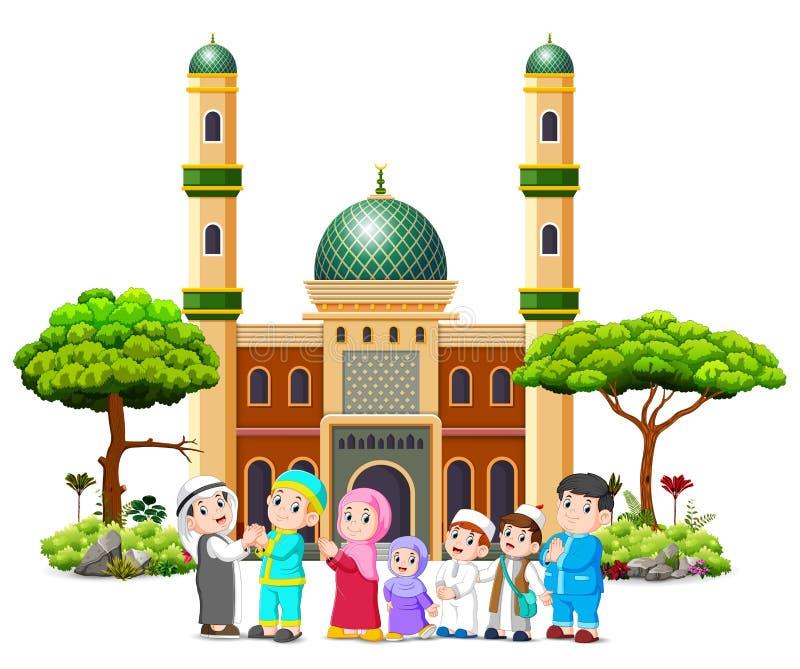 En familj ger sig ber om ursäkt till prästmannen framme av moskén royaltyfri illustrationer