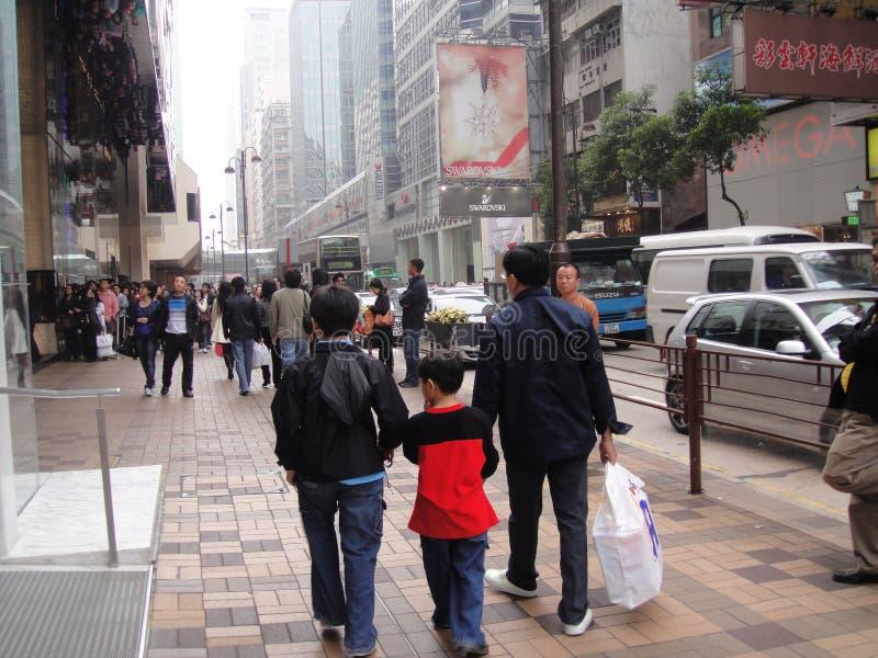 En familj i staden av Hong Kong royaltyfri foto