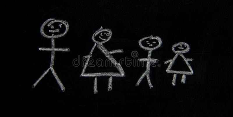 En familj som är dragen på ett kalkkort arkivbilder
