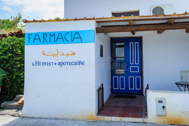 En farmacy på den Filicudi ön, Sicilien, Italien arkivbild