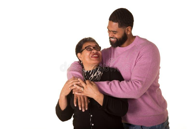En farmor och hennes fullvuxna son royaltyfri foto