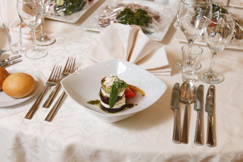 En festlig tabell i restaurangen royaltyfri fotografi