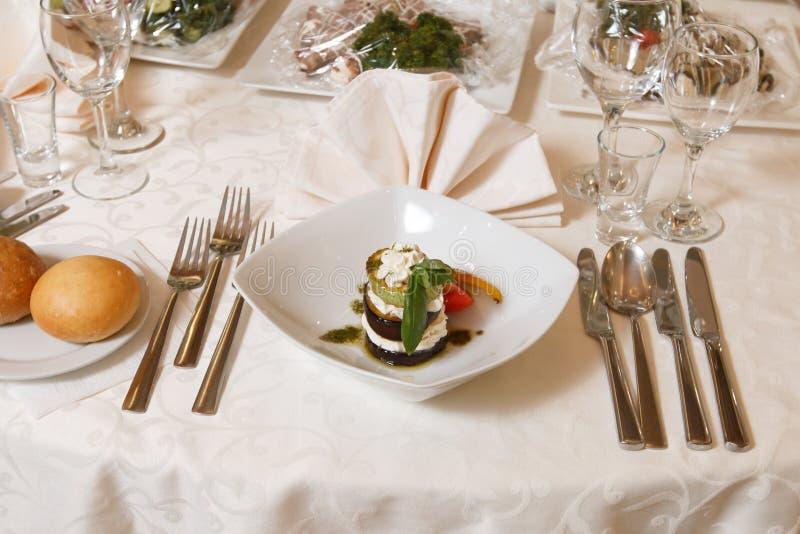 En festlig tabell i restaurangen arkivfoto