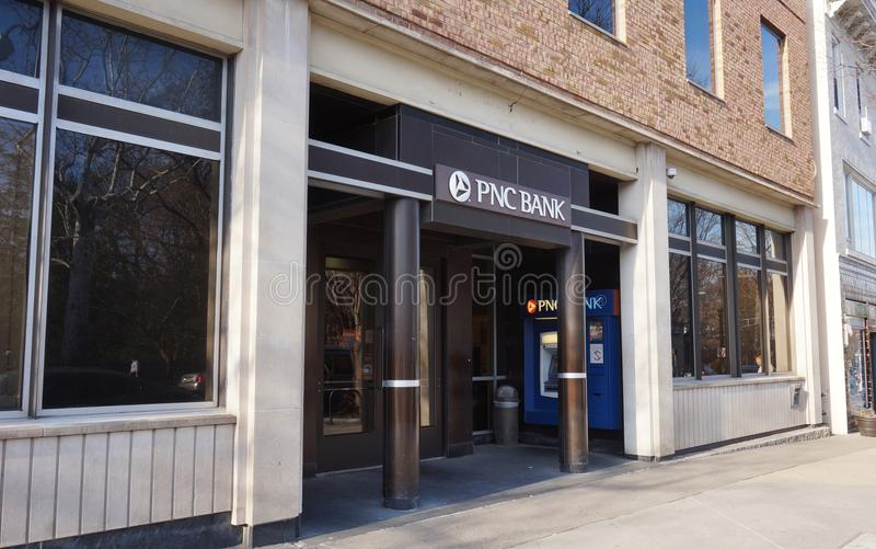 En filial av PNC-banken på den Nassau gatan i Princeton som är ny - ärmlös tröja royaltyfri fotografi