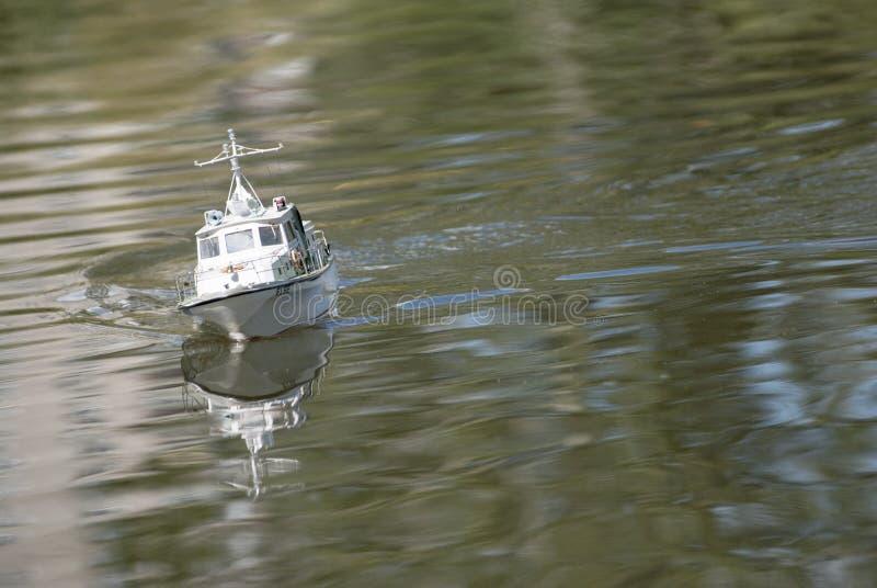 En fjärrstyrd militär snabb motorbåt royaltyfri foto