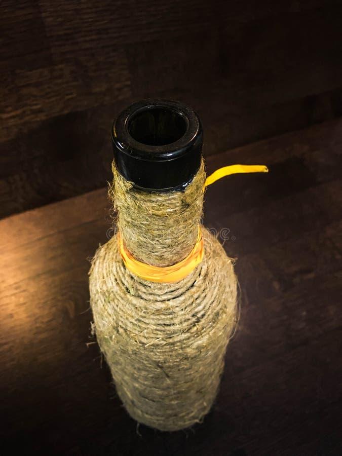 En flaska som slås in i rad med orange band royaltyfria foton