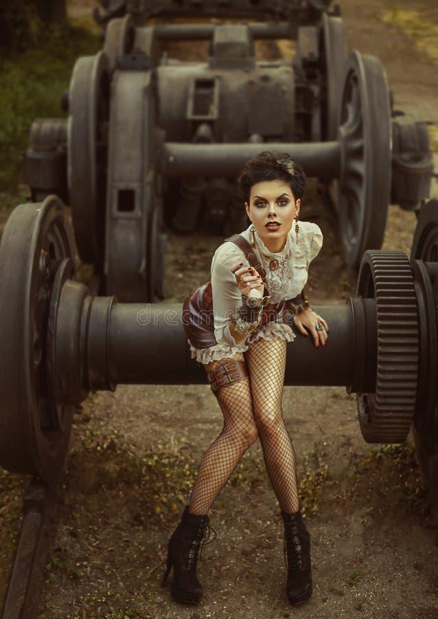 En flicka i stilen av steampunk royaltyfri foto