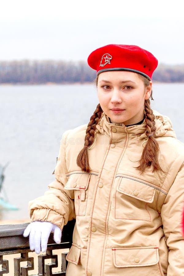 En flickaavskildhet av unga soldater på invallningen royaltyfri foto
