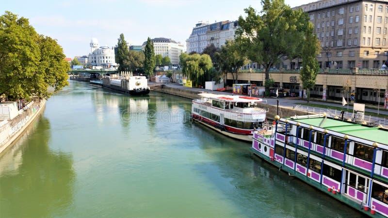 En flod i Wien royaltyfria foton