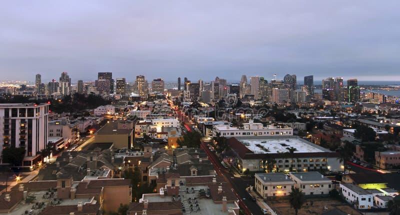 En flyg- nattsikt av San Diego fotografering för bildbyråer