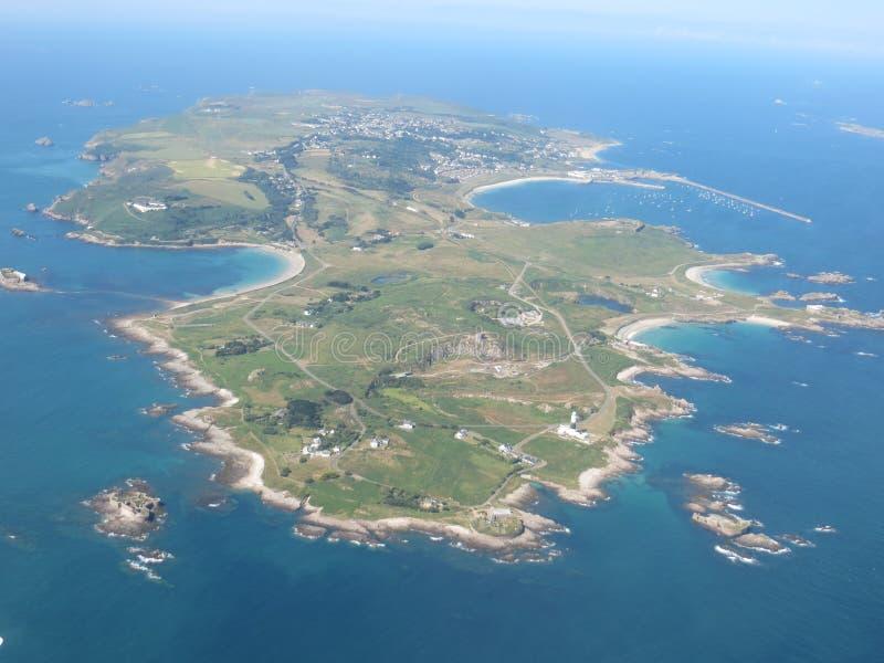 En flyg- sikt av Alderney royaltyfri fotografi