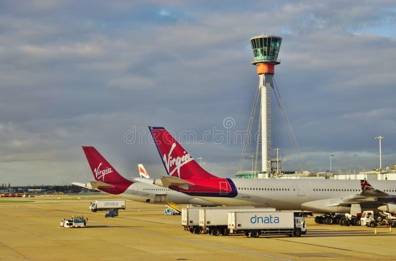 En flygbuss A340 från det brittiska flygbolaget Virgin Atlantic (VS) fotografering för bildbyråer