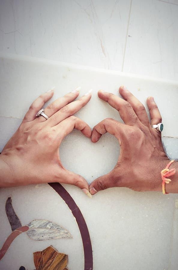 en forme de coeur fait à la main photos libres de droits