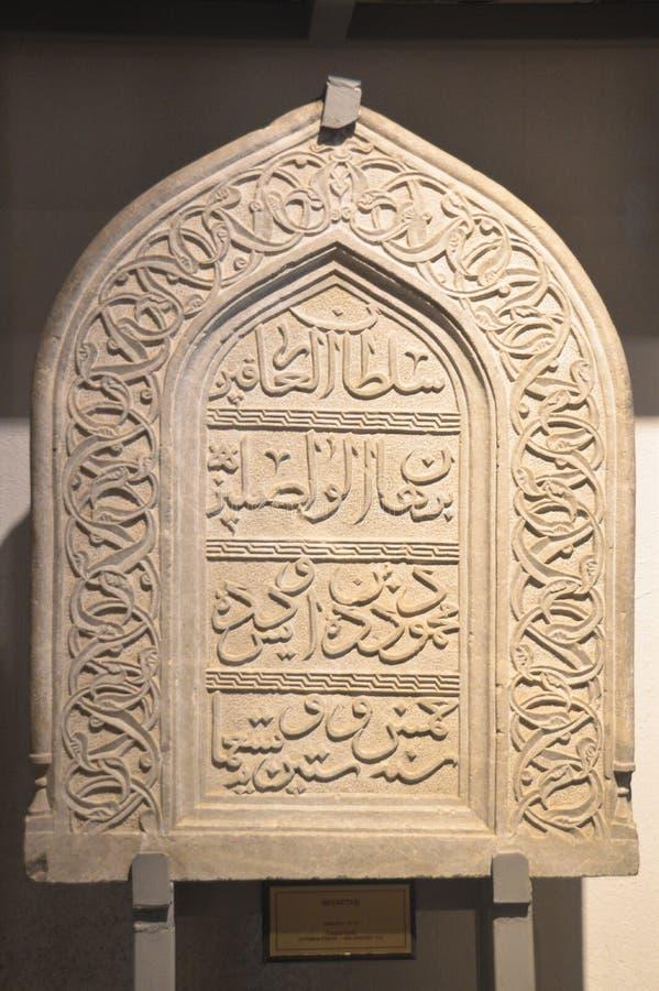 En forntida gravstendatummärkning från den Seljuk perioden arkivfoton