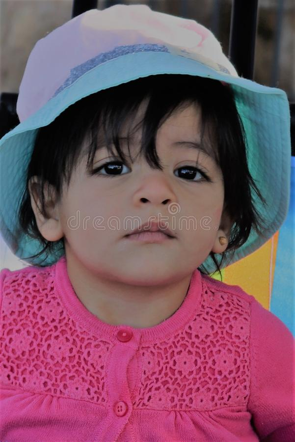 En framsida för behandla som ett barn flickan royaltyfri foto