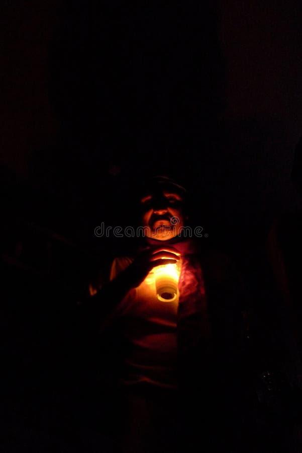 En framsida i mörkret under helloween i sydliga USA royaltyfri foto