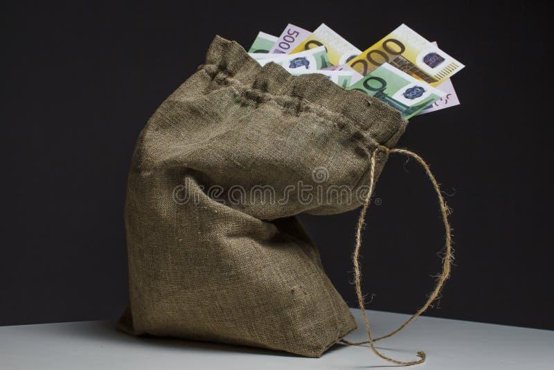 En full påse av euro på en tabell royaltyfria bilder