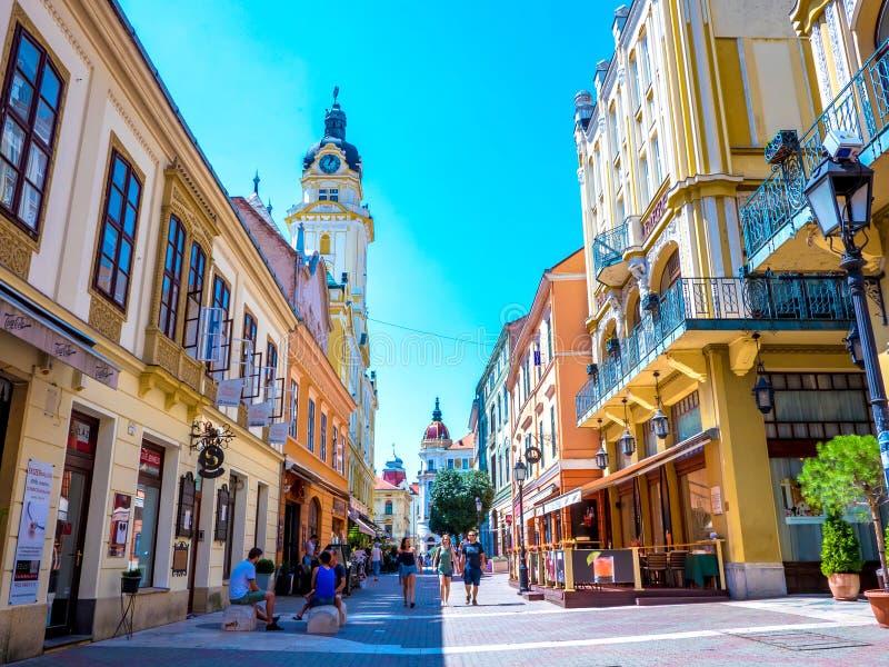 En gå gata i centret i Pecs, Ungern fotografering för bildbyråer