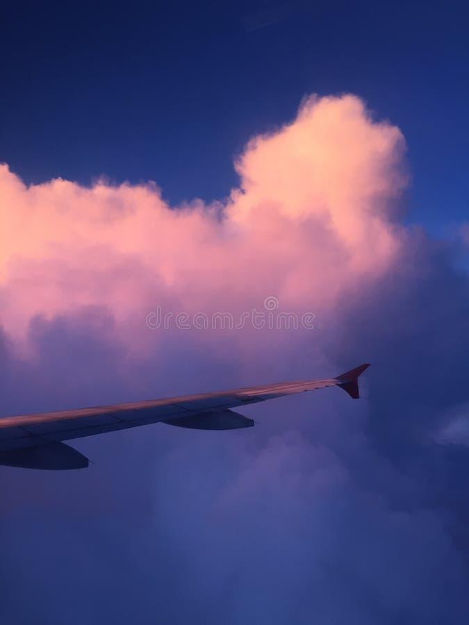 En gå i molnet arkivfoto