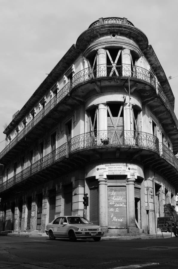 En gammal övergiven byggnad av Panama City royaltyfri bild