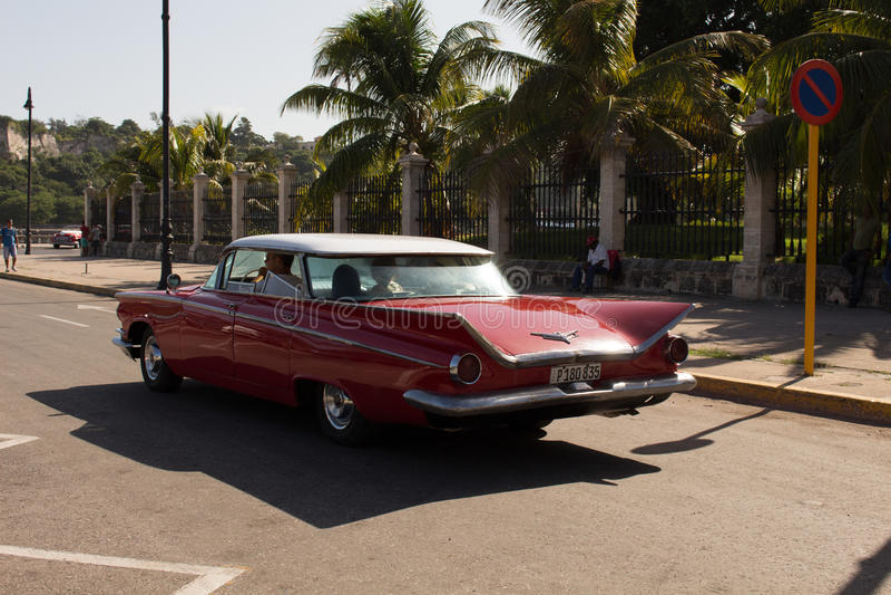 En gammal bil i Varadero (Kuba) arkivbild