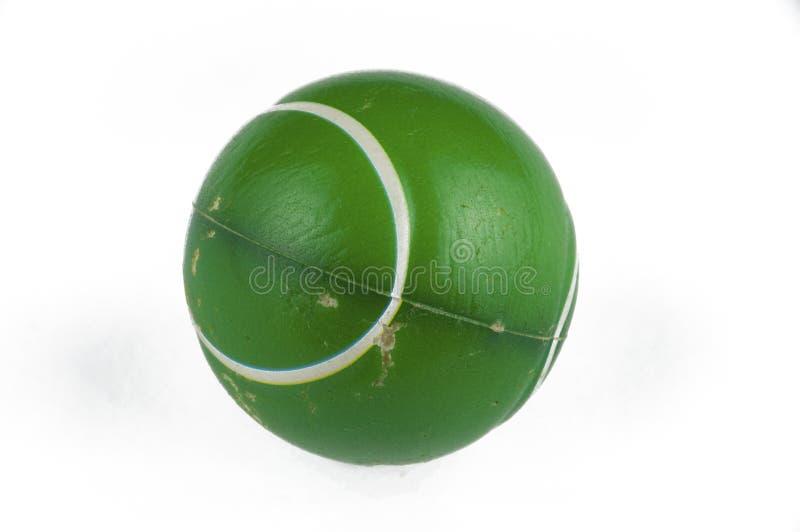 En gammal grön boll som isoleras på en vit bakgrund kopiera avst?nd arkivfoto