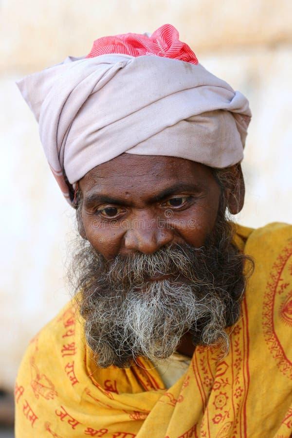 En gammal indisk man i bergen av monteringen Abu Fotografera Oktober 28, 2015 Indien montering Abu royaltyfri bild