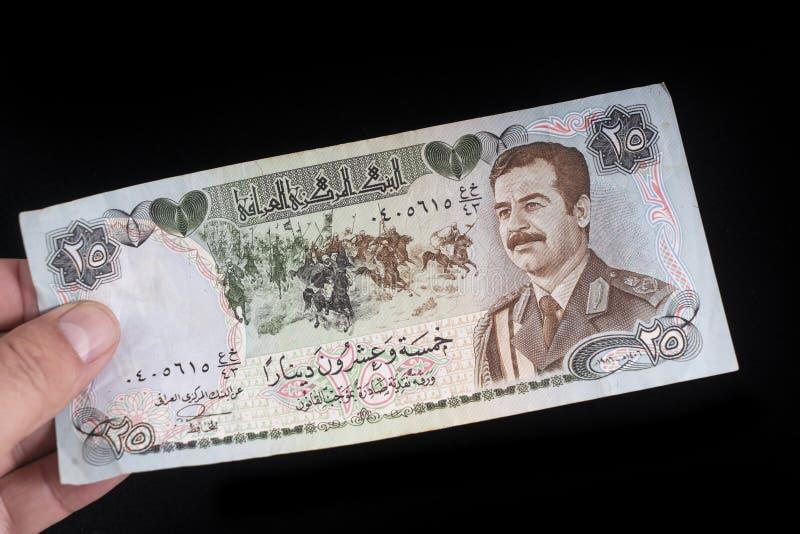 En gammal irakisk sedel fotografering för bildbyråer