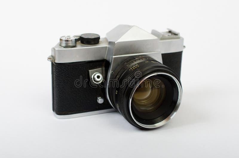 En gammal kamera på en vinkel royaltyfria foton