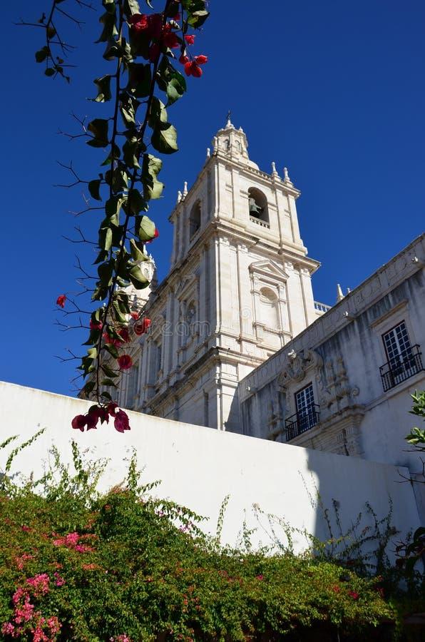 En gammal kyrka i Europa royaltyfri bild