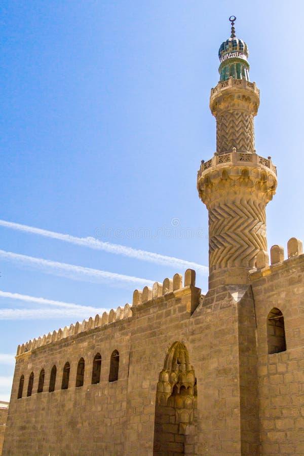 En gammal minaret nära moskén av muhammad ali i Egypten arkivbild